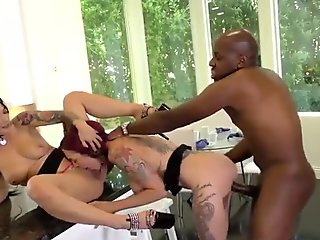 Anna Bell Peaks and Katrina Jade plays with mandongo's cock
