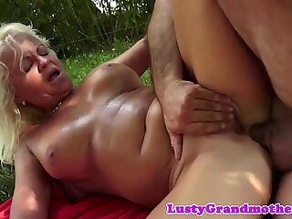 Anally screwed gilf loves outdoors sex